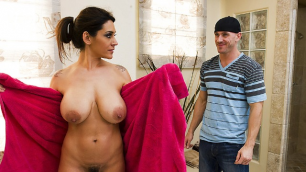 Brazzers - Raylene Takes A Bath In Motherlover