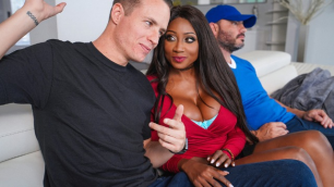 Brazzers - Diamond Jackson Fakes A Chill In Eye On The Infield