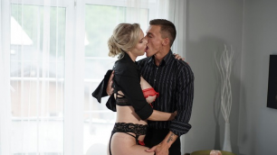 Momxxx - Sexy Blonde Florane Russell Gets Shot In Pussy