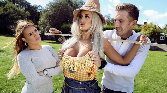 Brazzers - Sex With The Busty Scarecrow Brooklyn Blue