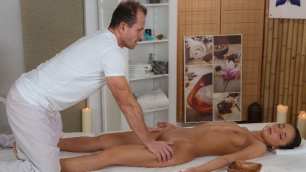 Massagerooms - Foxy Dolce Young Client Bends Over For The Full Massage