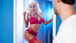 Build A Babe Nicolette Shea