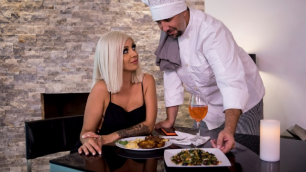 Madelyn's Monroe Pussy For The Private Chef