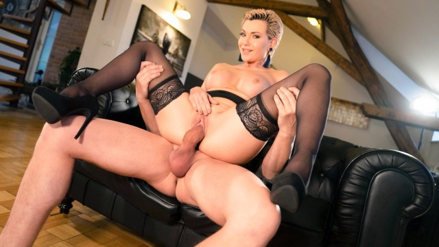 Russian MILF Subil Arch romanced in stockings