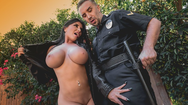 Romi Rain Showed Everyone Her Big Tits In The Flasher
