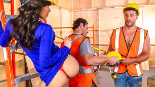 Shay Evans Learns To Serve In Boss Bitches Episode 3
