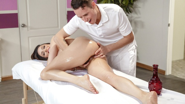 Brazzers - Ariella Ferrera Attempts To Hide Her Cries In Polishing His Trophy