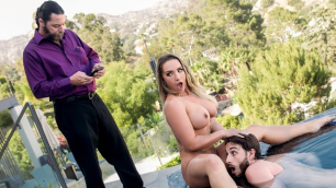 Blonde Cali Carter Bombshell Gives Him A Blowjob In Hot Tub n Tug