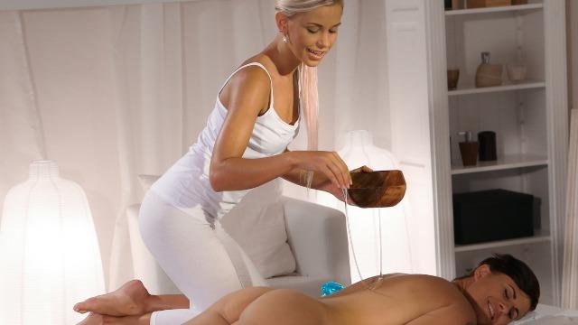 Massagerooms - Masseuse Fingering an Oiled-Up Pussy Hot Slut Billie Star And Lola Myluv