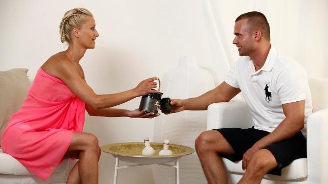 Massagerooms - Hot Blonde Babes Suck His Dick Lola Myluv And Uma Zex