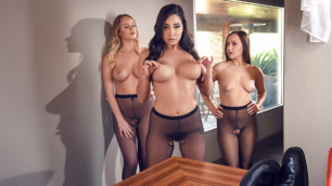 Brazzers - Topless Model Karlee Grey Makes Perfect Footjob (Hoes in Pantyhose)