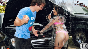 Holly Hendrix Needs Help On The Road In Roadside Rescue