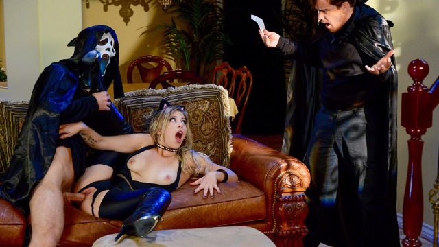 Brazzers - Сute Kitty Zoey Monroe Gets Trick And Treat