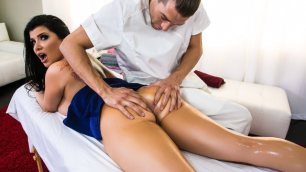 Romi Rain Great Teaches Massage In Wandering Hands
