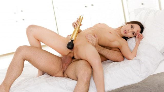 21Naturals - Lilu Moon Gets Double The Pleasure From Toy And Dick