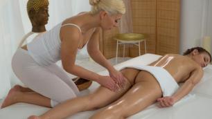 Massageroom - Massage Her Wet Pussy Eufrat Mai , Tracy Lindsay