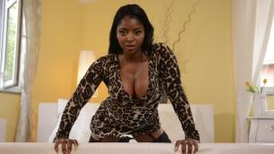 Momxxx - Sexy Black MILF Hannah Vivienne Licks Jasmine`s Webb Wet Pussy