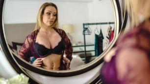 Brazzers - Chessie Kay's Big Dressing Room Poon