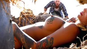 Bonnie Rotten Can Give With Her Hands, Mouth, Pussy In The Gaped Crusader