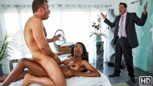 Hot Masseur Helps Relax Busty Daya Knight