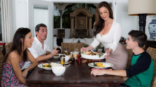 Brazzers - Kendra Lust's  Thanksgiving Stuffing With Young Jordi