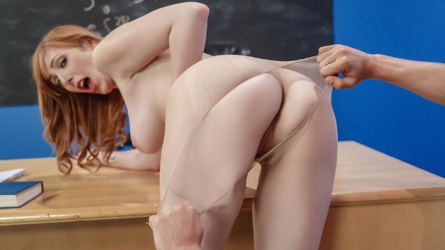 Brazzers - Lauren Phillips Tore Her Pantyhose For Fun In My Professors Pantyhose