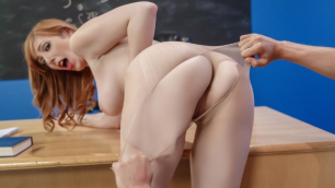 Brazzers - Lauren Phillips Tore Her Pantyhose For Fun In My Professors Pantyhose