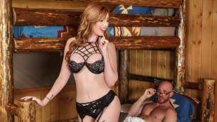 Beautiful, Nude Woman Lauren Phillips In Cabin Fever
