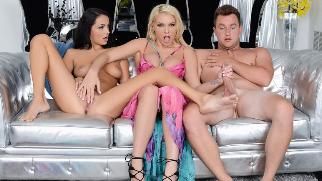 Reality Kings - Stepmom Kenzie Taylor And Young Sofi Ryan In House Slutting