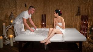 Massagerooms - The Spanish Male Fucks A Italian Girl Mia Navarro
