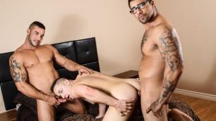 Men - Sneaky Slut Jack Kross, Ryan Bones And Tobias James Enjoy Sex