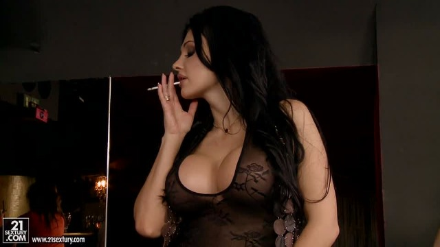 21Sextury - Aletta Ocean Came To The Bar On A 'Man-Hunt'