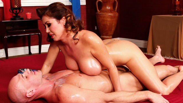 Happy Whore Kianna Dior Will Give Him The Rub Of His Life In Nuru Gasmic
