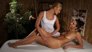 Massagerooms - Tracy on Cynthia`s Pussy Cynthia Hill And Tracy Lindsay
